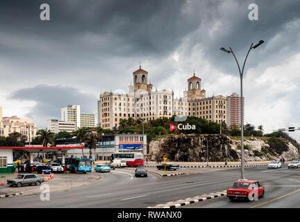 Hotel Nacional de Cuba overlooking El Malecon, Havana Bay (Bahia de la Habana), in central Havana, capital of Cuba - Stock Image
