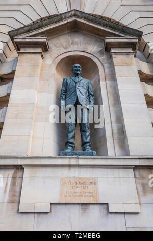 Sir Leo Schultz, 1900 - 1991, Politician,Bronze,Statue,Guildhall,Kingston upon Hull,Artist,Nigel Boonham, - Stock Image