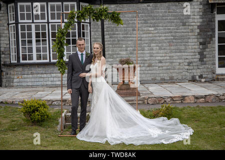 Bride and Groom pose for photographs at their Wedding, Jennycliff, Plymouth, Devon, UK - Stock Image