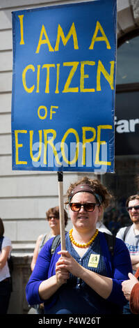 London, UK. 23 June 2018.Anti-Brexit march and rally for a People's Vote in Central London. Woman holding an 'I am a Citizen of Europe'. - Stock Image