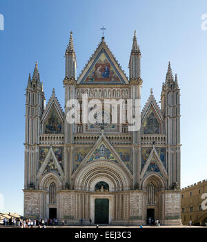 The gothic west front (facade) of Orvieto cathedral in Orvieto, Umbria, Italy. Largely built in the 14th Century. - Stock Image