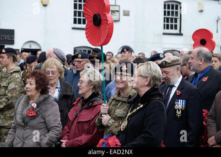 Veterans and cadets with mayor at remembrance day service - Stock Image