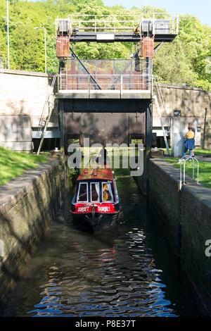 Narrowboat passing through guillotine lock on the Calder & Hebble Navigation, Salterhebble, West Yorkshire - Stock Image