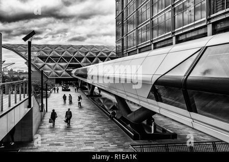 Adam Plaza Bridge,One Canada Square,Canary Wharf,London,England - Stock Image