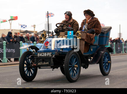 Mr Ian Johnstone, driving his 1901, De Dion Bouton, at the finish of the 2018 London to Brighton Veteran Car Run - Stock Image