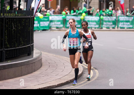 Elite Femal Athletes, Molly Huddle (USA), and Haftamnesh Tesfay (ETH),  competing in the 2019 London Marathon. Molly went on to finished 12th in  a time of 02:26:33 - Stock Image