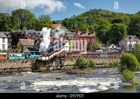 River Dee And Railway at Llangollen - Stock Image