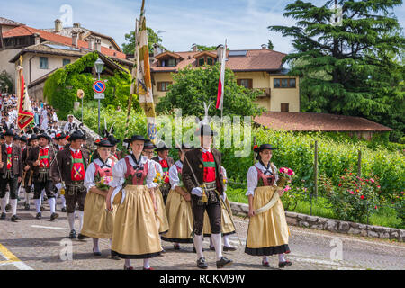 Corpus Christi cerimonial procession in Kurtatsch an der Weinstraße, Adige Valley, South Tyrol, northern Italy. girls dressed in traditional costume  - Stock Image