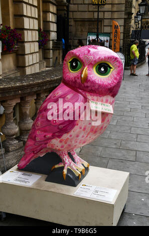 Minerva's Night Owl outside the Guildhall in Bath during 2018 event.All of the Owls were sponsored and auctioned at the end of the event with  profits - Stock Image