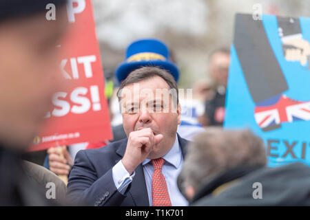 London, UK. 27th March 2019, Arron Banks, Co founder of Leave EU being chased by protesters and media in Westminster Credit: Ian Davidson/Alamy Live News - Stock Image