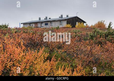 STF Aigert hut in autumn landscape, Kungsleden trail, Lapland, Sweden - Stock Image