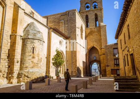 Laguardia, Álava province, Basque Country, Spain : A man walks past the Church of San Juan initially built in Romanesque style and completed in Gothic - Stock Image