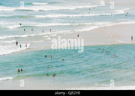 People bathing at Wategos Beach in Byron Bay. - Stock Image
