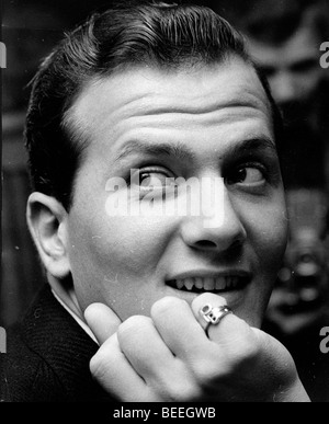 Singer PAT BOONE wearing a ring bearing his initials. - Stock Image