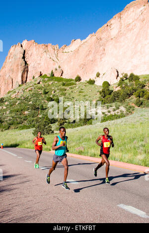 Lead runners in the Garden of the Gods 10M run. - Stock Image