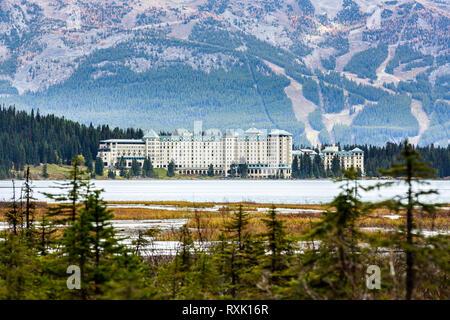 Chateau Lake Louise, Banff National Park, Alberta, Canada - Stock Image