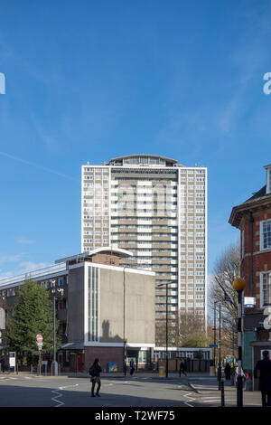 Michael Cliffe House tower block on the Finsbury Estate mixed development High Modern period housing estate by Emberton, Franck & Tardrew - Stock Image