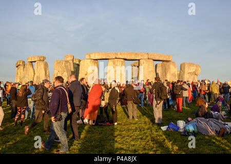 Stonehenge, Amesbury, UK, 21st  June 2018,   Stonehenge and visitors lit by the newly risen sun at the summer solstice  Credit: Estelle Bowden/Alamy Live News. - Stock Image