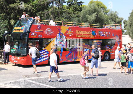 Hop On Hop Off bus taking tourists, visitors and holidaymakers around the historic sites of Athens, GREECE, PETER GRANT - Stock Image