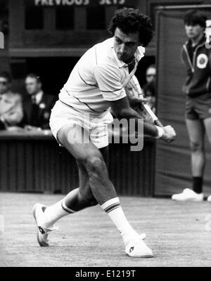 JOSE LUIS CLERC playing against J Lloyd at Wimbledon - Stock Image