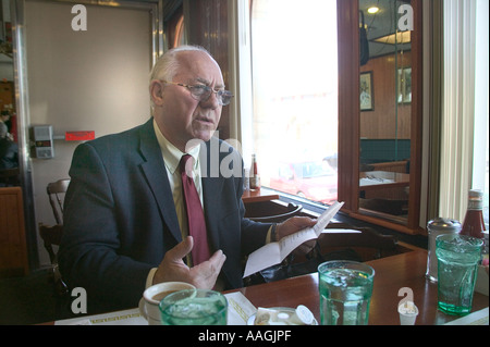A businessman discusses a project over lunch in  a diner. - Stock Image