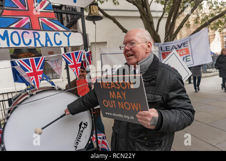 London, UK. 15th January 2019. A man beats a drum for democracy.  Groups against leaving the EU, including SODEM, Movement for Justice and In Limbo and Brexiteers Leave Means Leave and others protest opposite Parliament as Theresa May's Brexit deal was being debated.  While the two groups mainly kept apart, a small group, some in yellow jackets came to shout insults at pro-EU campaigners, while police tried to keep the two groups separate. Credit: Peter Marshall/Alamy Live News - Stock Image
