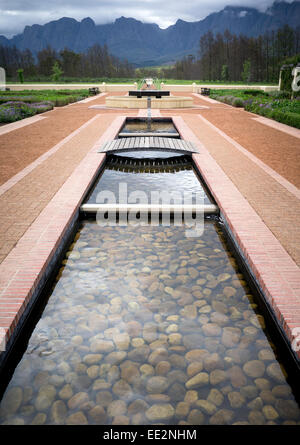Water features and gardens at the Vergelegen wine estate in the Western Cape, South Africa. Distant Hottentots-Holland - Stock Image