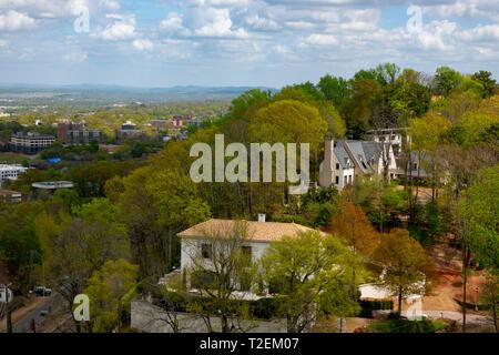 USA America Alabama Birmingham expensive homes on a ridge overlooking the city - Stock Image