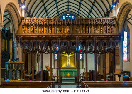 The ornate pulpit and intricately carved chancel screen in the church of St. Mary Magdalene, Launceston, Cornwall, UK. - Stock Image