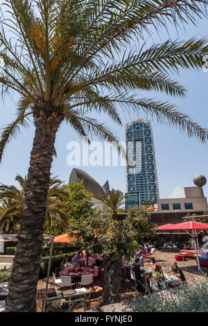 Platja de la Barceloneta Hotels Arts sculpture  by Frank Gehry  , beach bar, Barcelona - Stock Image