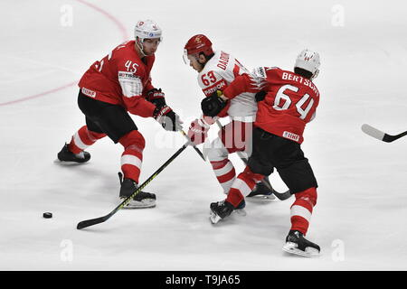 Bratislava, Slovakia. 19th May, 2019. L-R Michael Fora (SUI), Yevgeni Dadonov (RUS) and Christoph Bertschy (SUI) in action during the match between Switzerland and Russia within the 2019 IIHF World Championship in Bratislava, Slovakia, on May 19, 2019. Credit: Vit Simanek/CTK Photo/Alamy Live News - Stock Image