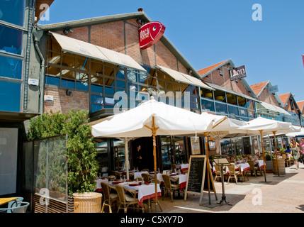 The exterior of Doca Peixe restaurant in Lisbon's Docas area, near Alcântara - Stock Image