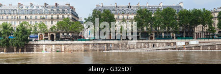 Flood decrease, decrue de la Seine, quai de la Mégisserie, Paris, 06/06/2016 - Stock Image