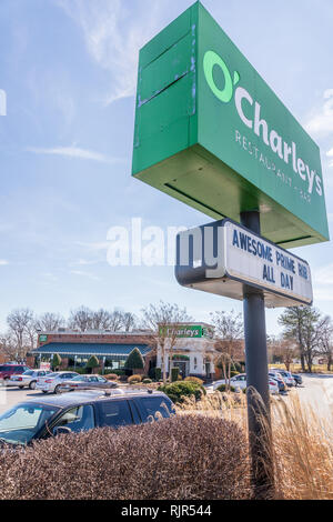 HICKORY, NC, USA-2/5/19: An O'Charley's restaurant and bar building and sign. - Stock Image