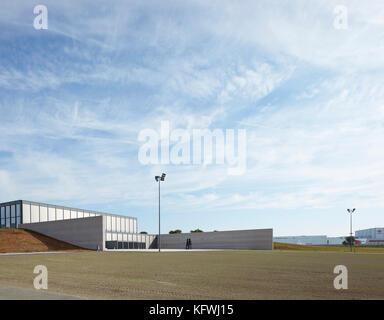 View from west. Carmen Würth Forum, Künzelsau-Gaisbach, Germany. Architect: David Chipperfield Architects - Stock Image
