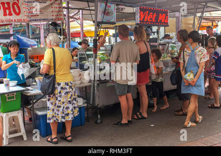 People enjoying and buying ready to eat food, at the Nightcliff Market in Darwin, Australia. - Stock Image