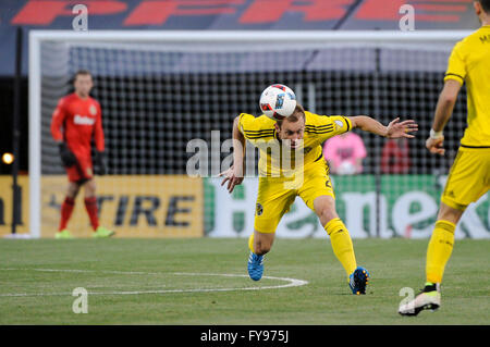 Mapfre stadium, USA. 23rd April, 2016. .Columbus Crew SC defender Tyson Wahl (2) heads the ball toward forward Justin - Stock Image