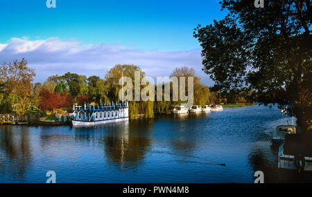UK, England, Berkshire, Streatley, boats moored on the River Thames at the Swan Hotel - Stock Image