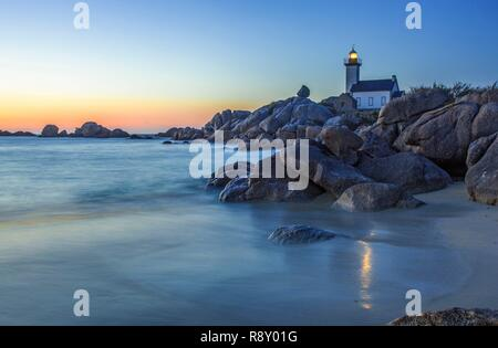 France, Finistere, Pays des Abers, Brignogan Plages, Pontusval Lighthouse on Beg Pol Point at sunset - Stock Image