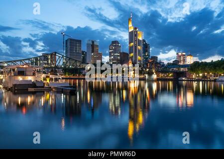 Skyline, Eisener Steg, river Main, Commerzbank, twilight, Frankfurt, Hessen, Germany - Stock Image