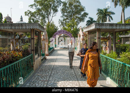 Ashrams, religious retreats offering yoga and meditation in the holy town of Rishikesh beside the Ganges, northern - Stock Image