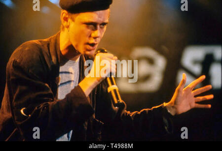 CURIOSITY KILLED THE CAT British pop band about about 1988 with lead singer Ben Volpeliere - Stock Image