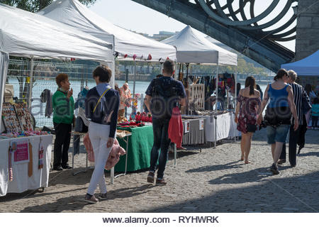People shopping at a craft market in Triana, Seville - Stock Image