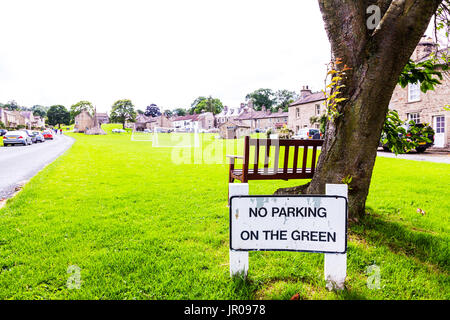 No parking on the green sign, no parking sign, West Burton, Yorkshire, UK, England, West Burton village green, West Burton village, village green, - Stock Image