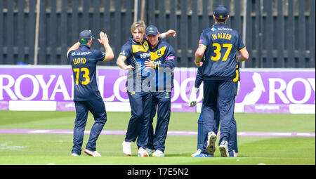 Brighton, UK. 7th May 2019 - Glamorgan celebrate taking the wicket of George Garton during the Royal London One-Day Cup match between Sussex Sharks and Glamorgan at the 1st Central County ground in Hove. Credit : Simon Dack / Alamy Live News - Stock Image