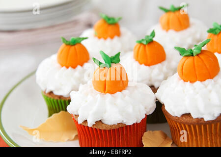 Pumpkin spice cupcakes with vanilla frosting - Stock Image