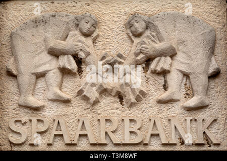 Sculptred sign for the Spaarbank (Savings Bank) in Haarlem, the Netherlands. The sculpture is above a doorway. - Stock Image