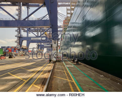 Cargo ship by crane - Stock Image
