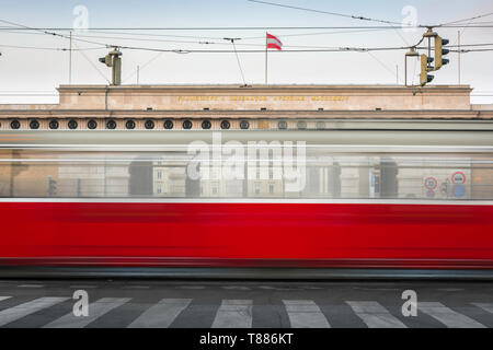 Vienna city transport, view of a tram on the Ringstrasse in Vienna speeding past the (Heldenplatz) entrance to the Hofburg Palace, Austria. - Stock Image