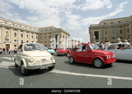 Fiat models are pictured on a square at the Vatican, Rome, Italy,  15 April 2007. Photo: Lars Halbauer - Stock Image